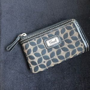FREE with Fossil bag purchase 🤩Fossil Coin Purse
